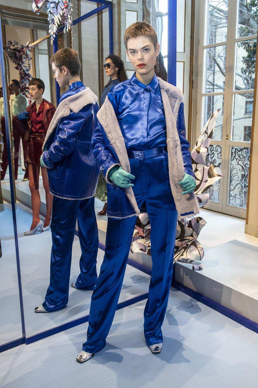 Emilio Pucci时装系列搭配运动裤以及六十年代流苏的条纹雪纺上衣-5.jpg