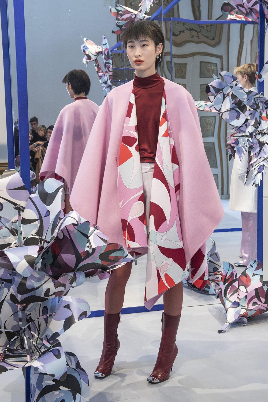 Emilio Pucci时装系列搭配运动裤以及六十年代流苏的条纹雪纺上衣-7.jpg