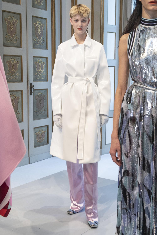Emilio Pucci时装系列搭配运动裤以及六十年代流苏的条纹雪纺上衣-8.jpg