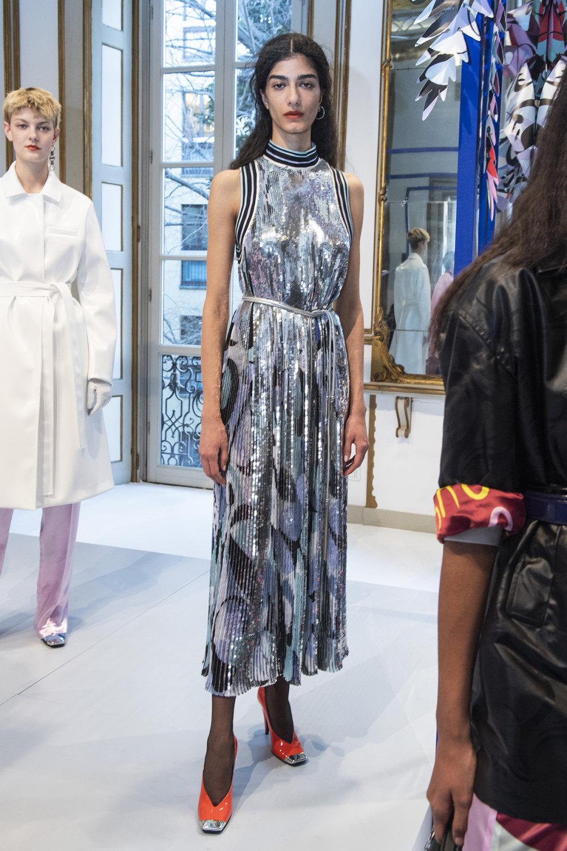 Emilio Pucci时装系列搭配运动裤以及六十年代流苏的条纹雪纺上衣-9.jpg