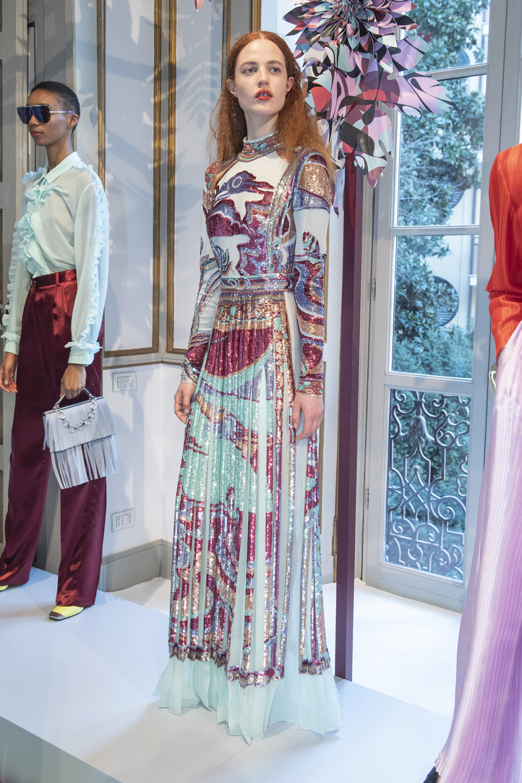 Emilio Pucci时装系列搭配运动裤以及六十年代流苏的条纹雪纺上衣-15.jpg