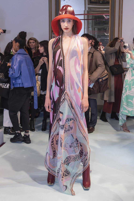 Emilio Pucci时装系列搭配运动裤以及六十年代流苏的条纹雪纺上衣-17.jpg