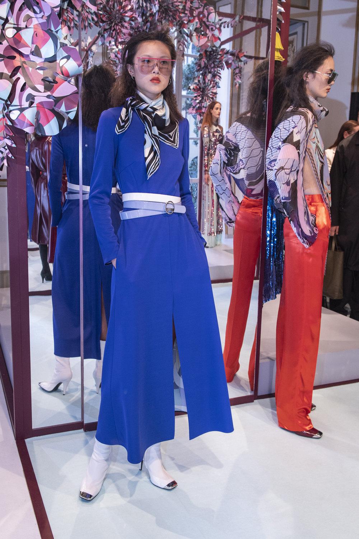 Emilio Pucci时装系列搭配运动裤以及六十年代流苏的条纹雪纺上衣-18.jpg