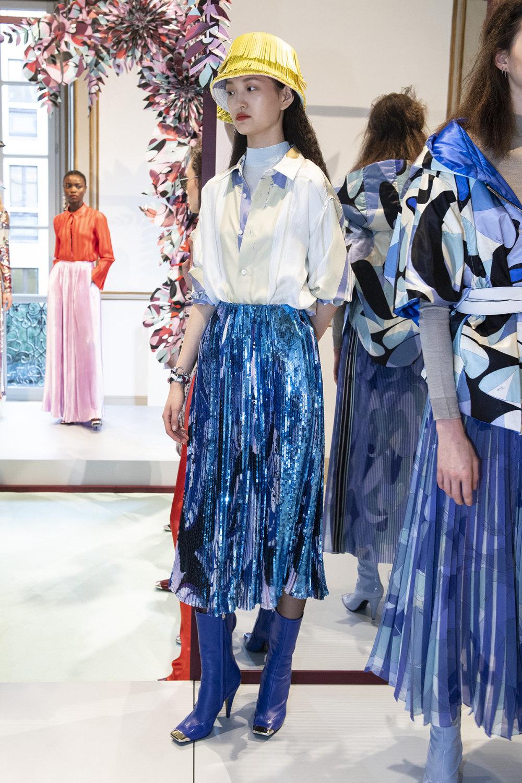 Emilio Pucci时装系列搭配运动裤以及六十年代流苏的条纹雪纺上衣-23.jpg