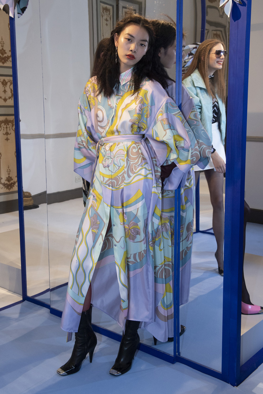 Emilio Pucci时装系列搭配运动裤以及六十年代流苏的条纹雪纺上衣-31.jpg