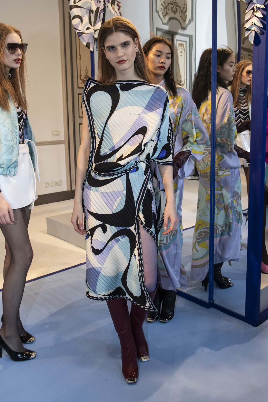 Emilio Pucci时装系列搭配运动裤以及六十年代流苏的条纹雪纺上衣-32.jpg