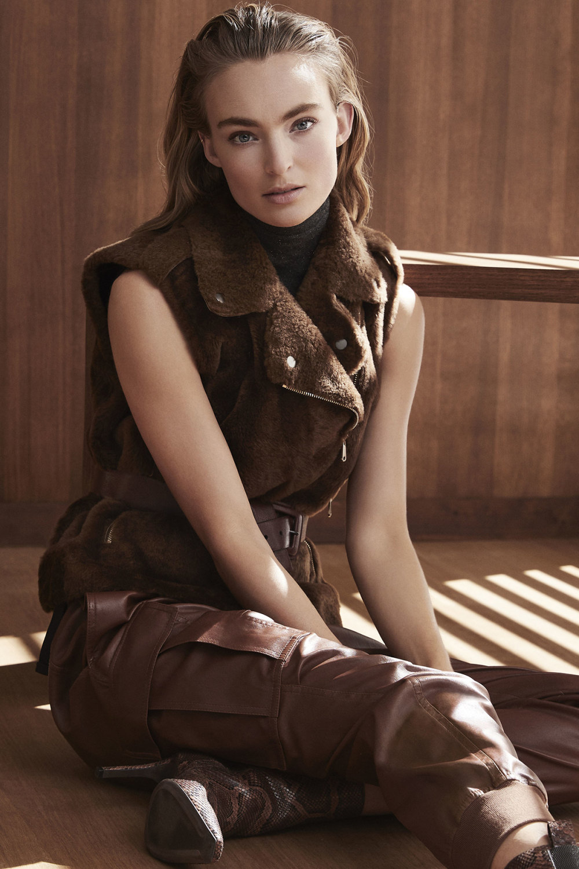Brunello Cucinelli时装系列质地模仿的皮草配有前卫的羊毛背心-15.jpg