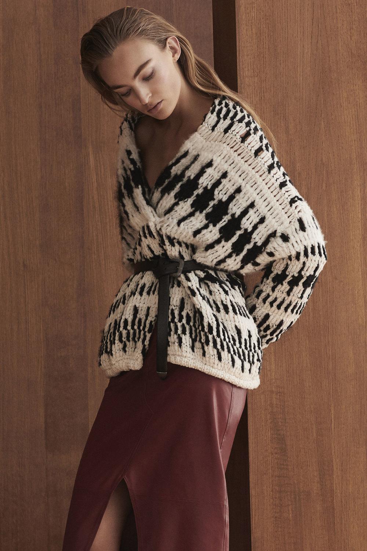Brunello Cucinelli时装系列质地模仿的皮草配有前卫的羊毛背心-16.jpg