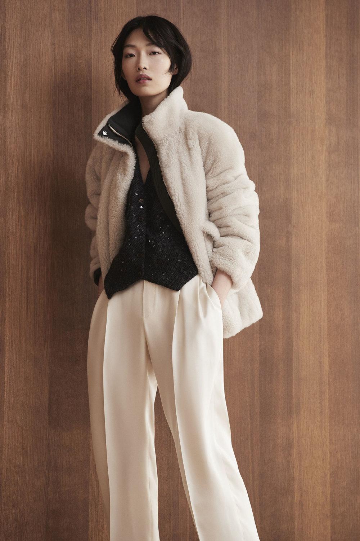 Brunello Cucinelli时装系列质地模仿的皮草配有前卫的羊毛背心-26.jpg