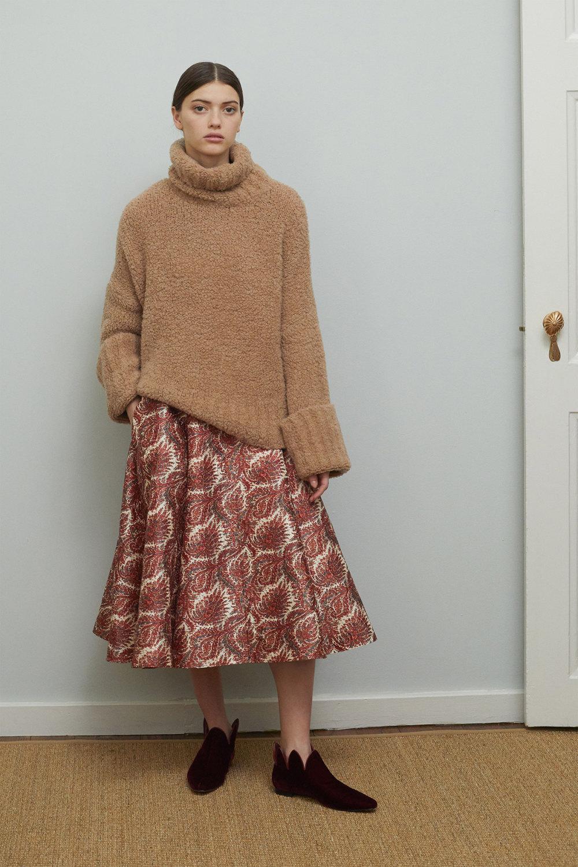 Adam Lippes时装系列的浅色迷人裙及无袖后扣栗色毛衣的百褶裙-8.jpg