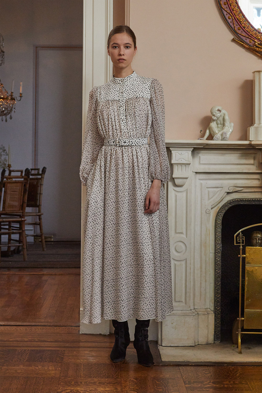Adam Lippes时装系列的浅色迷人裙及无袖后扣栗色毛衣的百褶裙-12.jpg