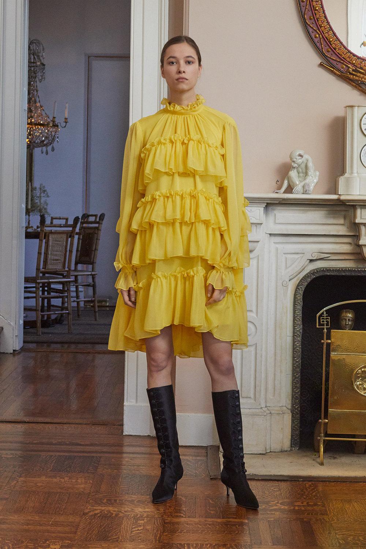 Adam Lippes时装系列的浅色迷人裙及无袖后扣栗色毛衣的百褶裙-17.jpg