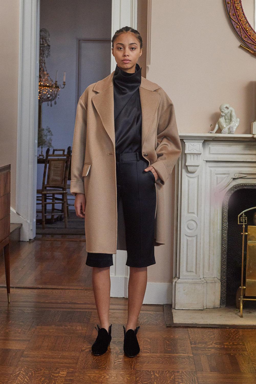 Adam Lippes时装系列的浅色迷人裙及无袖后扣栗色毛衣的百褶裙-27.jpg