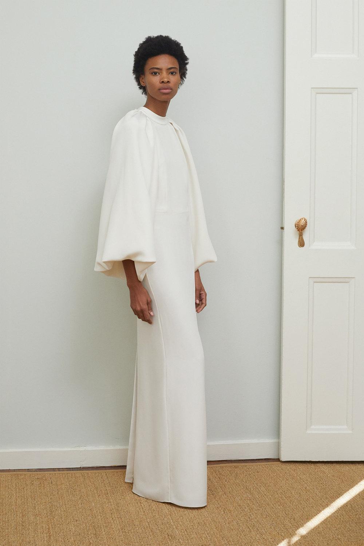 Adam Lippes时装系列的浅色迷人裙及无袖后扣栗色毛衣的百褶裙-28.jpg