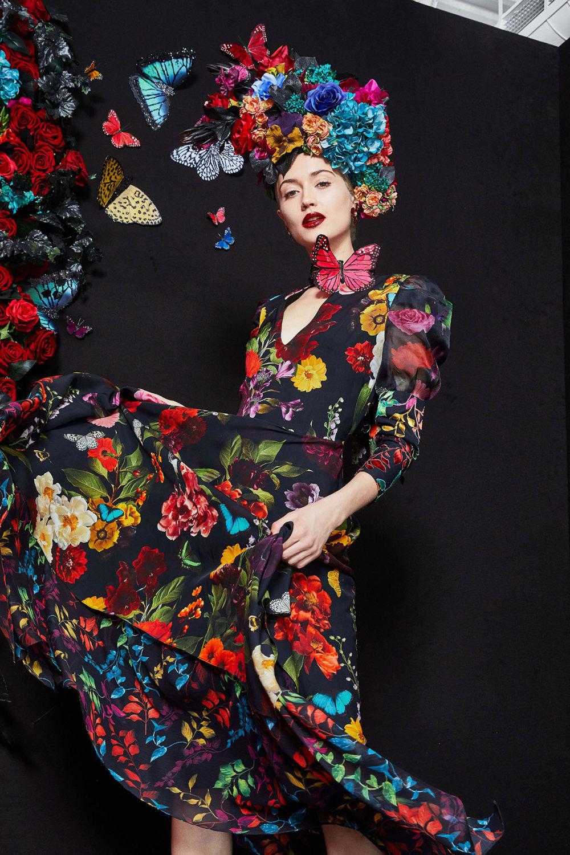 Alice + Olivia时装系列专注于秋季的魅力并为晚礼服注入清新魅力-1.jpg