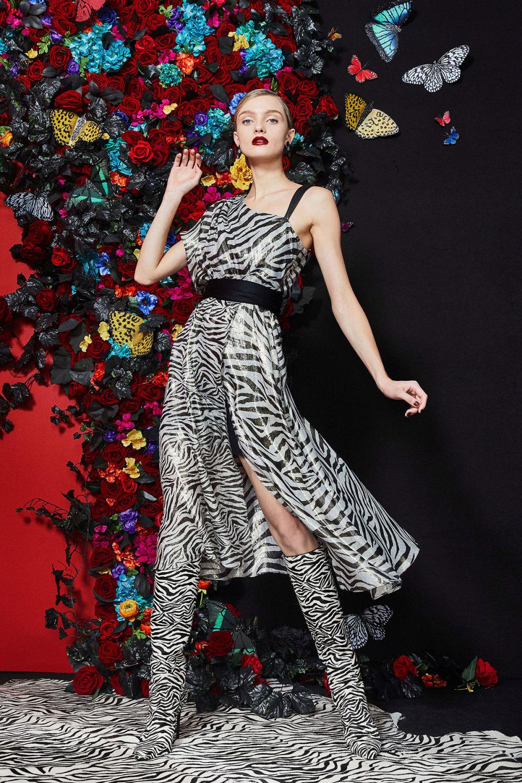 Alice + Olivia时装系列专注于秋季的魅力并为晚礼服注入清新魅力-7.jpg