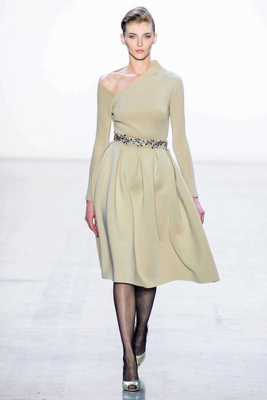 Badgley Mischka时装系列富有珠宝般的细节或一连串闪亮亮片-4.jpg