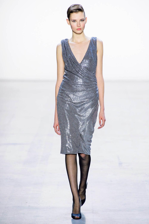 Badgley Mischka时装系列富有珠宝般的细节或一连串闪亮亮片-27.jpg