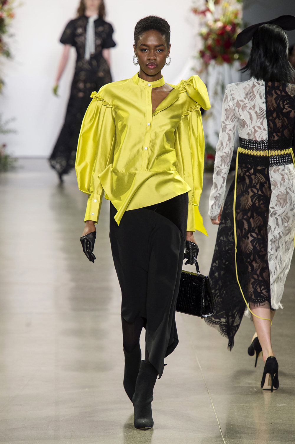 Bibhu Mohapatra时装系列颜色点缀蕾丝刺绣和结构的压轴礼服-4.jpg