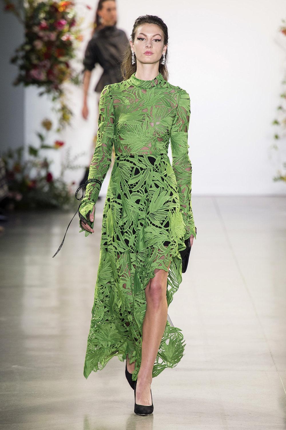 Bibhu Mohapatra时装系列颜色点缀蕾丝刺绣和结构的压轴礼服-10.jpg