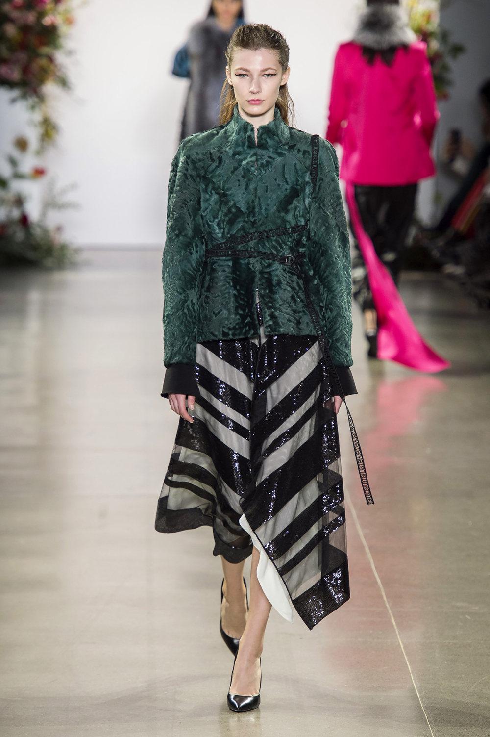 Bibhu Mohapatra时装系列颜色点缀蕾丝刺绣和结构的压轴礼服-24.jpg
