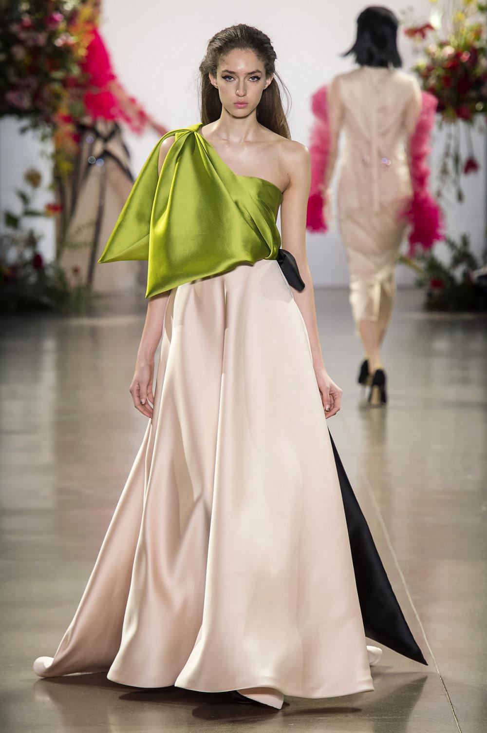 Bibhu Mohapatra时装系列颜色点缀蕾丝刺绣和结构的压轴礼服-32.jpg