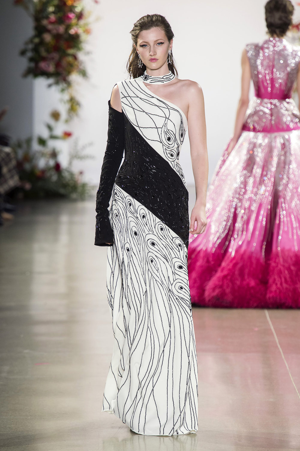 Bibhu Mohapatra时装系列颜色点缀蕾丝刺绣和结构的压轴礼服-43.jpg