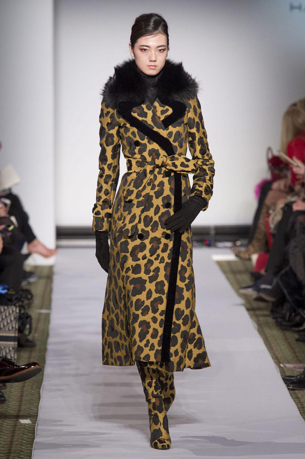 Carolina Herrera时装系列用鲜艳的颜色充满智能的黑白色调-1.jpg