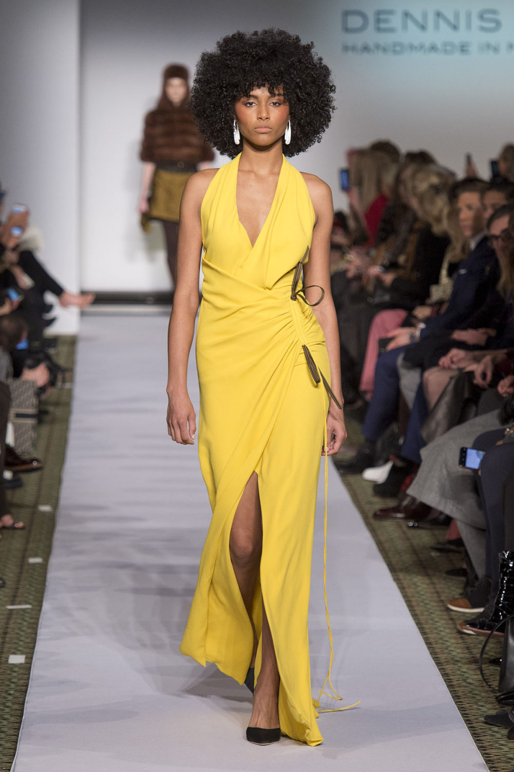 Carolina Herrera时装系列用鲜艳的颜色充满智能的黑白色调-7.jpg