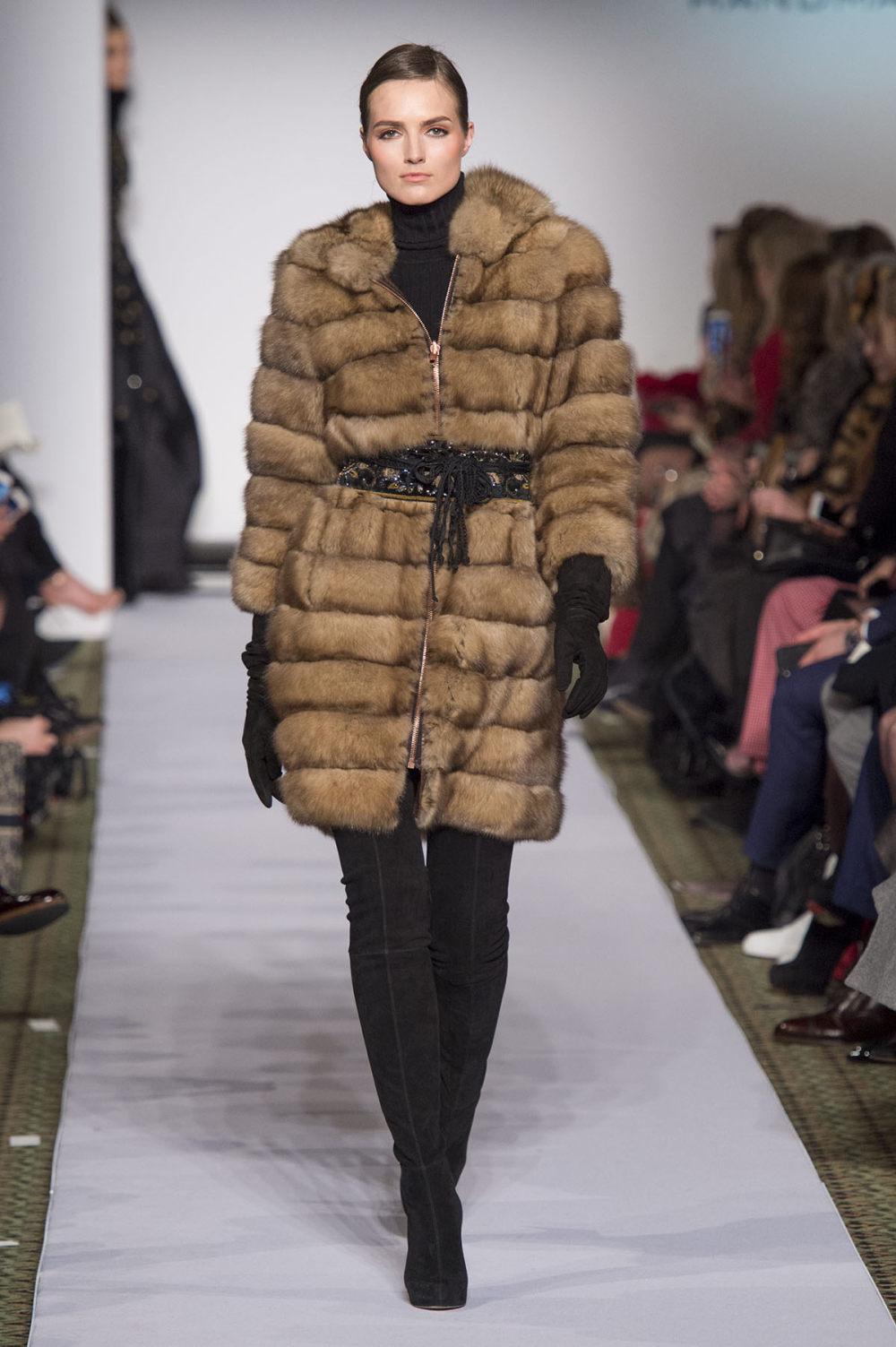 Carolina Herrera时装系列用鲜艳的颜色充满智能的黑白色调-11.jpg