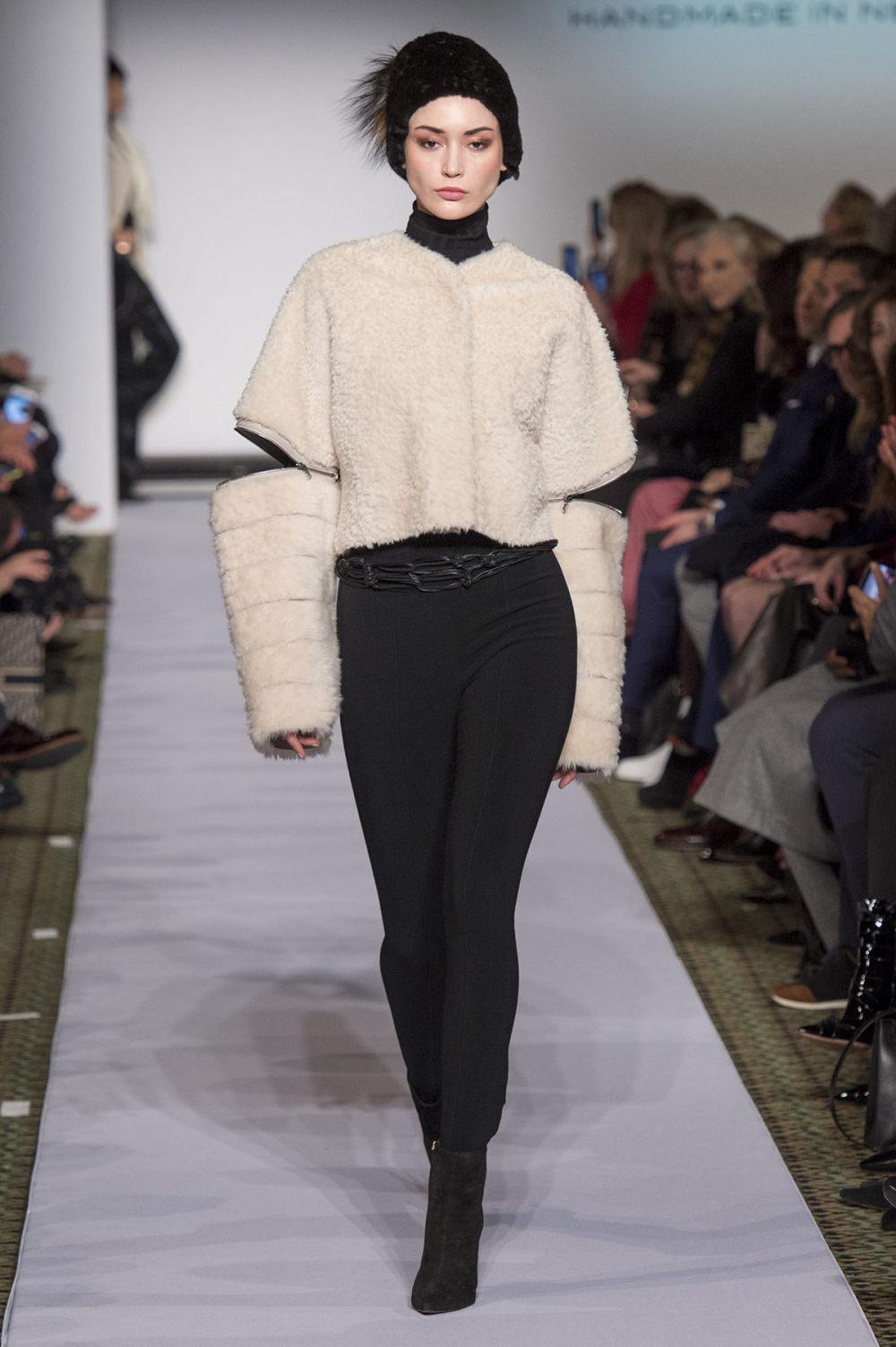 Carolina Herrera时装系列用鲜艳的颜色充满智能的黑白色调-15.jpg