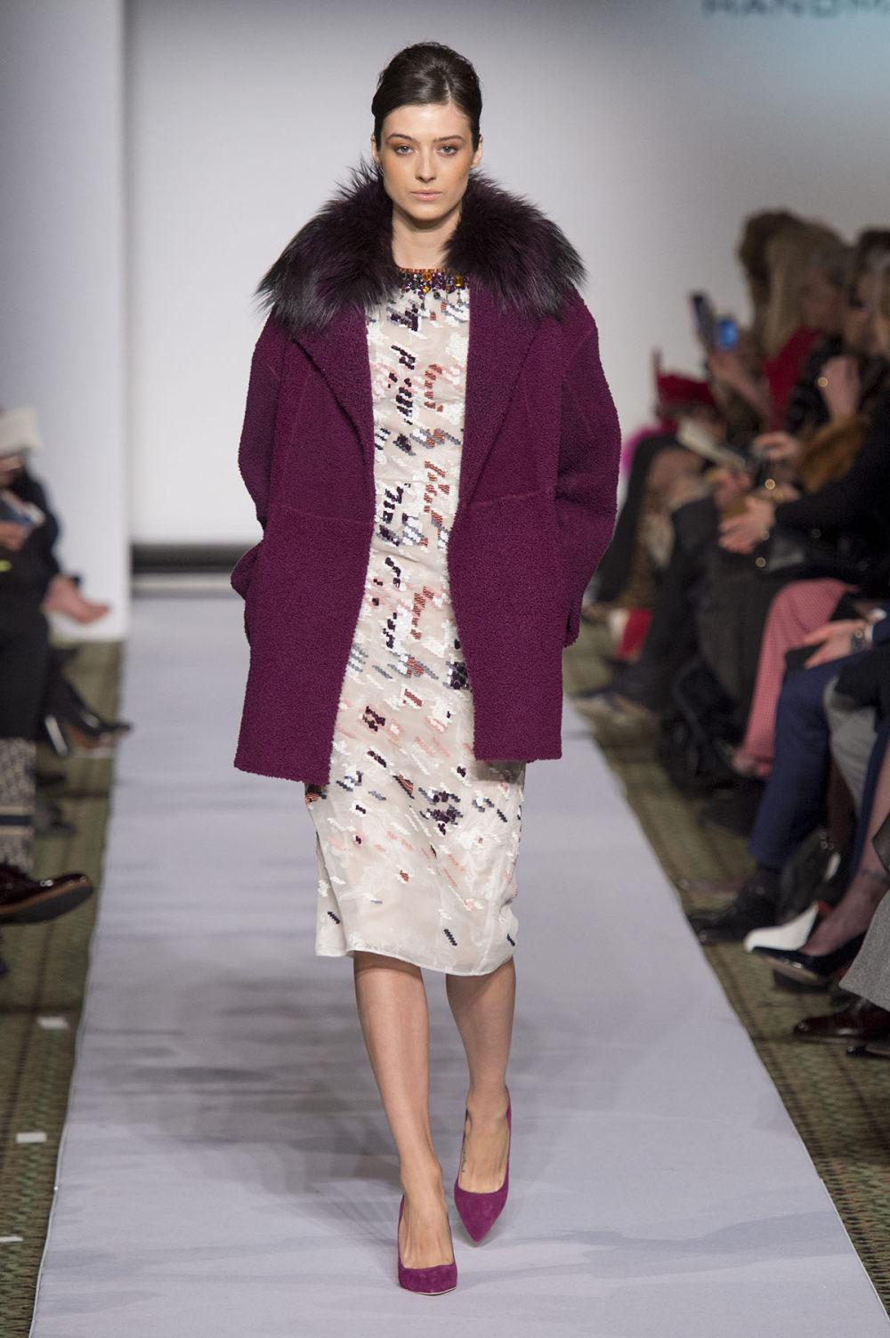 Carolina Herrera时装系列用鲜艳的颜色充满智能的黑白色调-21.jpg
