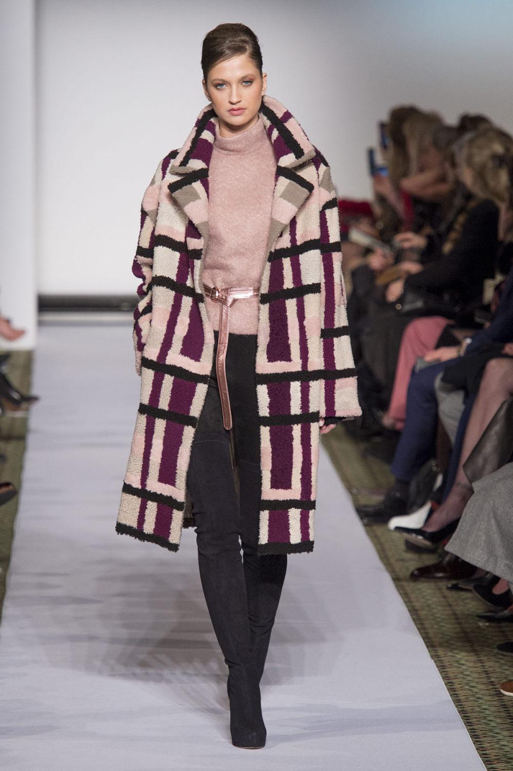 Carolina Herrera时装系列用鲜艳的颜色充满智能的黑白色调-22.jpg