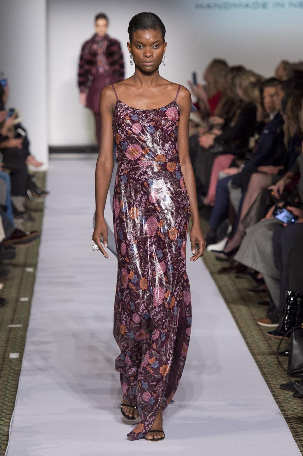 Carolina Herrera时装系列用鲜艳的颜色充满智能的黑白色调-24.jpg