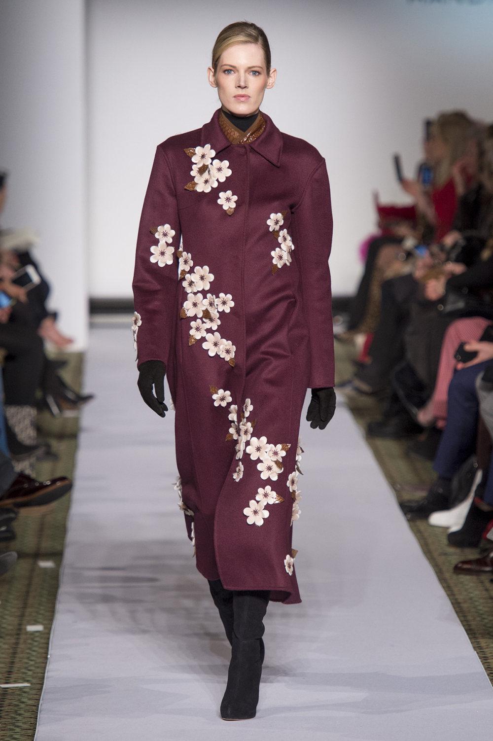 Carolina Herrera时装系列用鲜艳的颜色充满智能的黑白色调-32.jpg