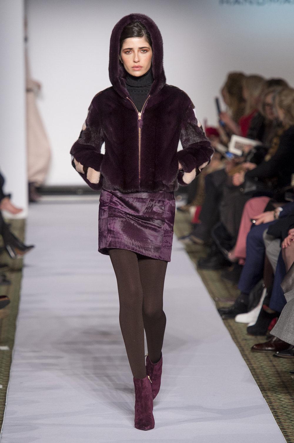 Carolina Herrera时装系列用鲜艳的颜色充满智能的黑白色调-34.jpg