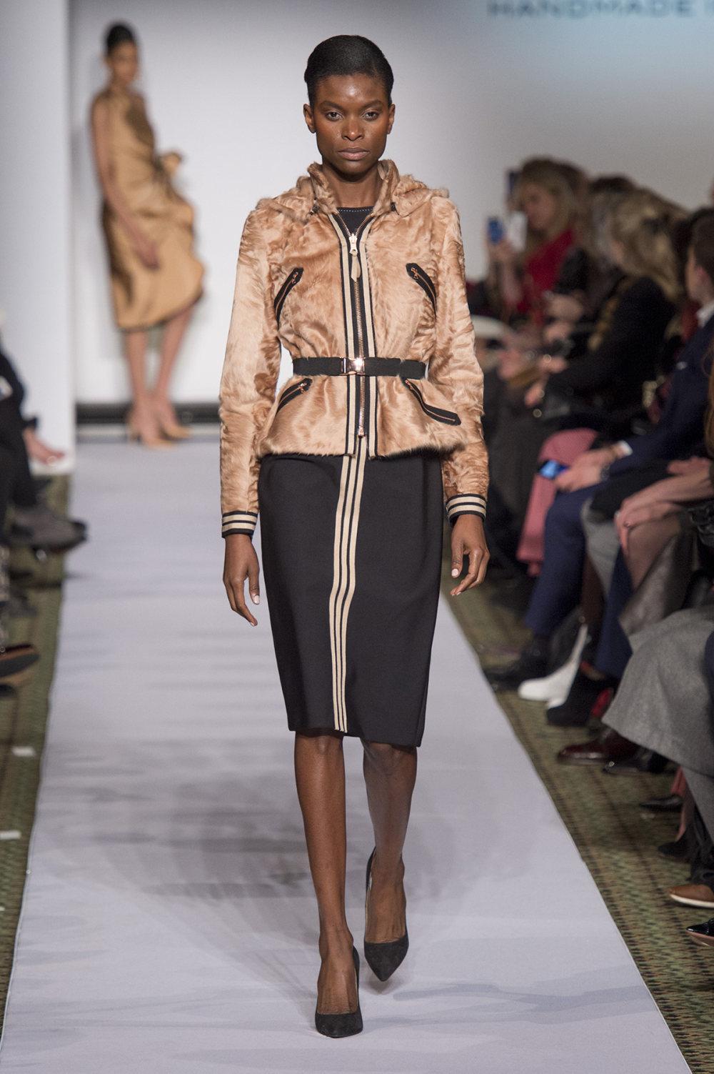 Carolina Herrera时装系列用鲜艳的颜色充满智能的黑白色调-40.jpg