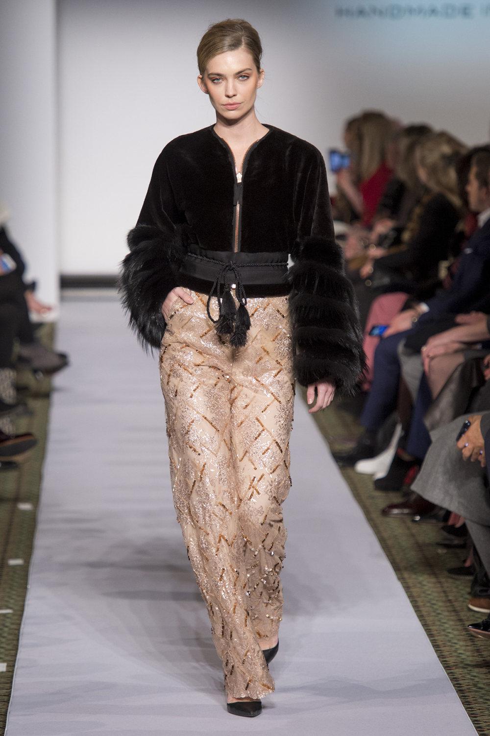 Carolina Herrera时装系列用鲜艳的颜色充满智能的黑白色调-43.jpg