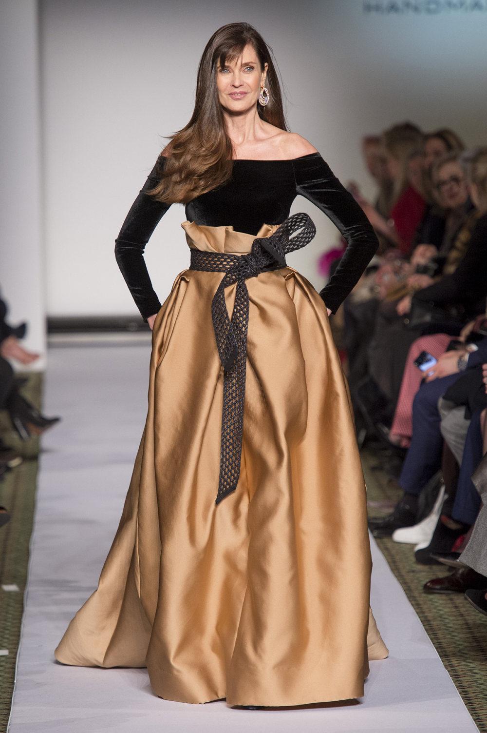 Carolina Herrera时装系列用鲜艳的颜色充满智能的黑白色调-49.jpg