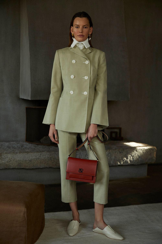 Camilla and Marc时装系列单肩银色迷你裙和黑色油膜涂层大衣-3.jpg