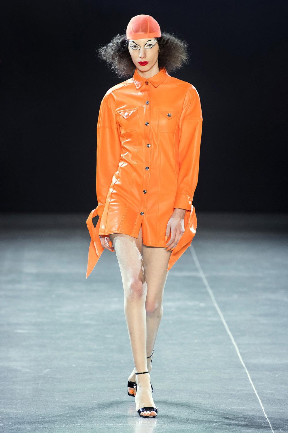 Christian Cowan时装系列虽然巨大的薄纱层状服装并没有那么特别-10.jpg