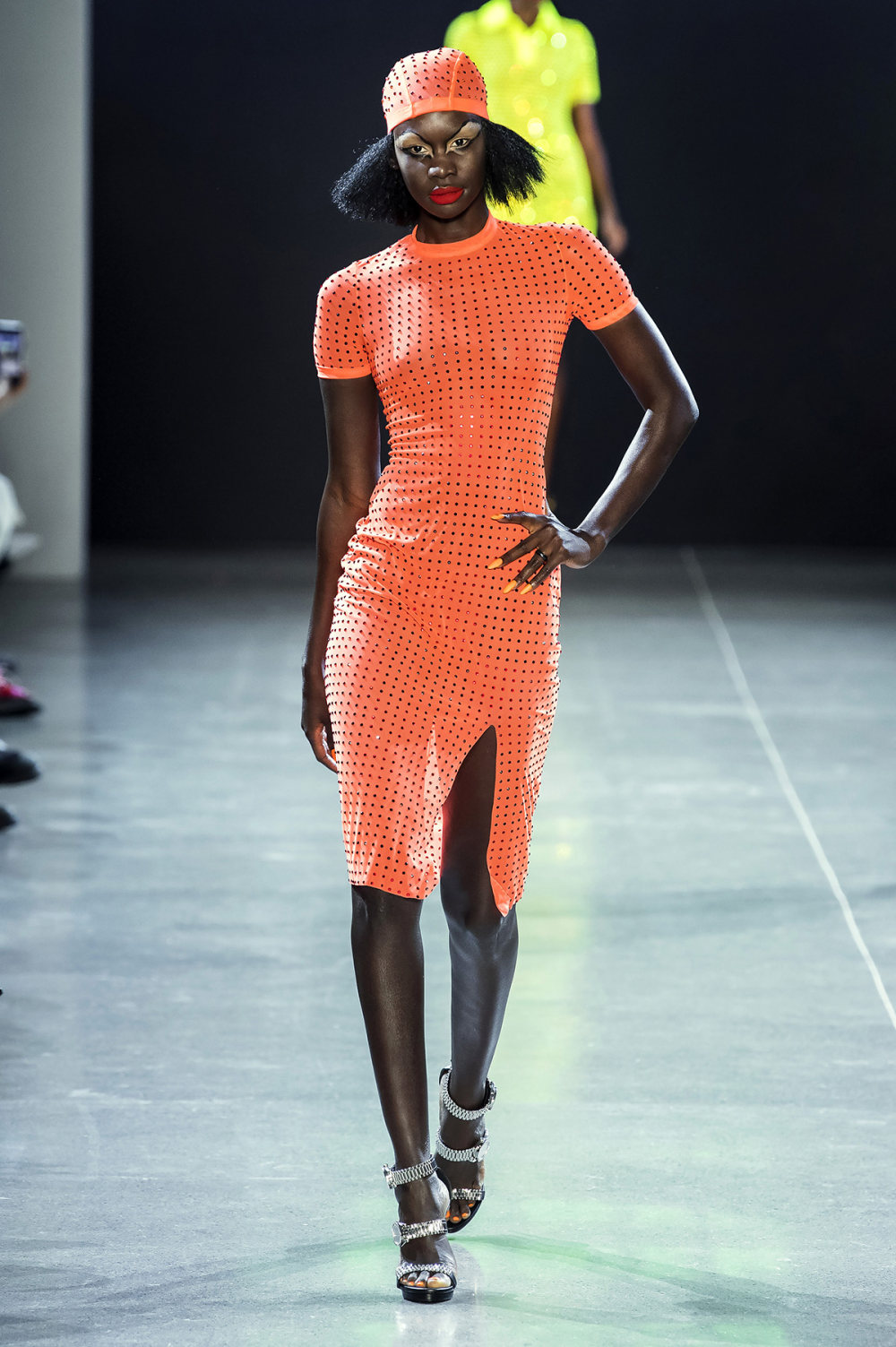 Christian Cowan时装系列虽然巨大的薄纱层状服装并没有那么特别-11.jpg