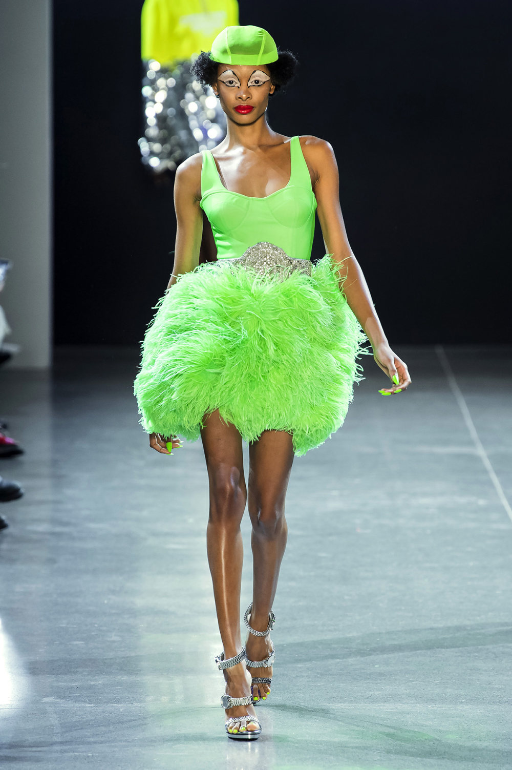 Christian Cowan时装系列虽然巨大的薄纱层状服装并没有那么特别-13.jpg