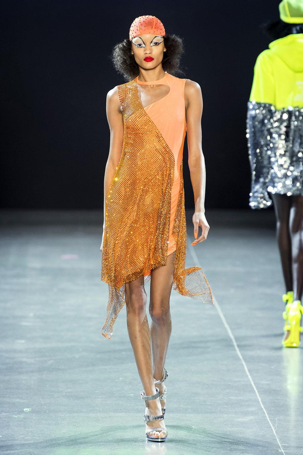 Christian Cowan时装系列虽然巨大的薄纱层状服装并没有那么特别-16.jpg