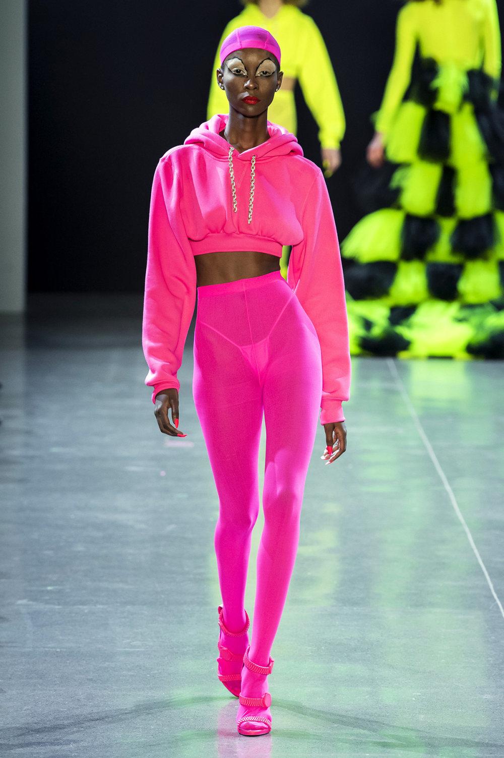 Christian Cowan时装系列虽然巨大的薄纱层状服装并没有那么特别-19.jpg