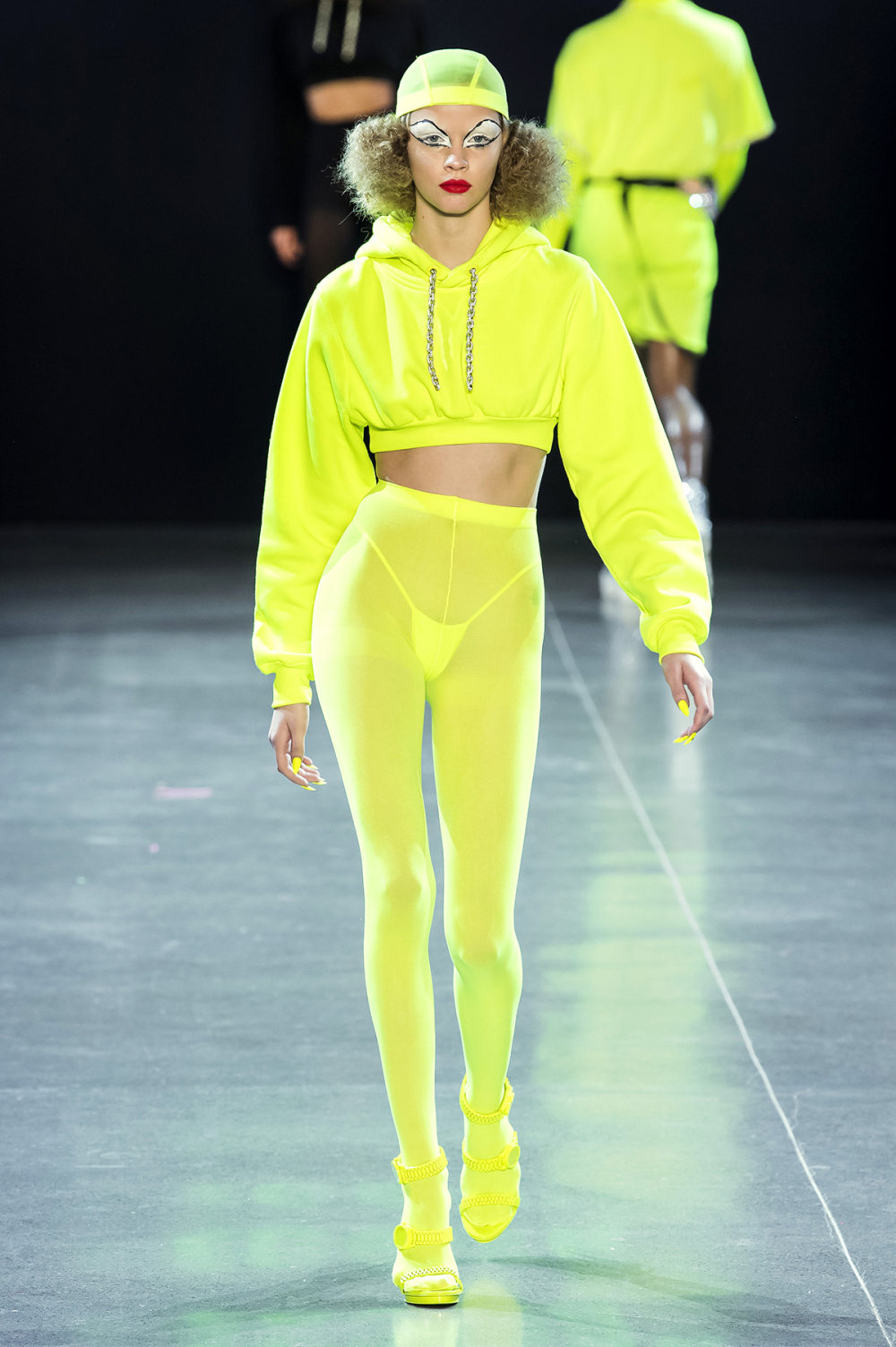 Christian Cowan时装系列虽然巨大的薄纱层状服装并没有那么特别-20.jpg