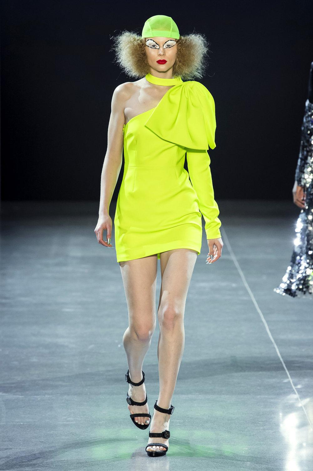 Christian Cowan时装系列虽然巨大的薄纱层状服装并没有那么特别-29.jpg