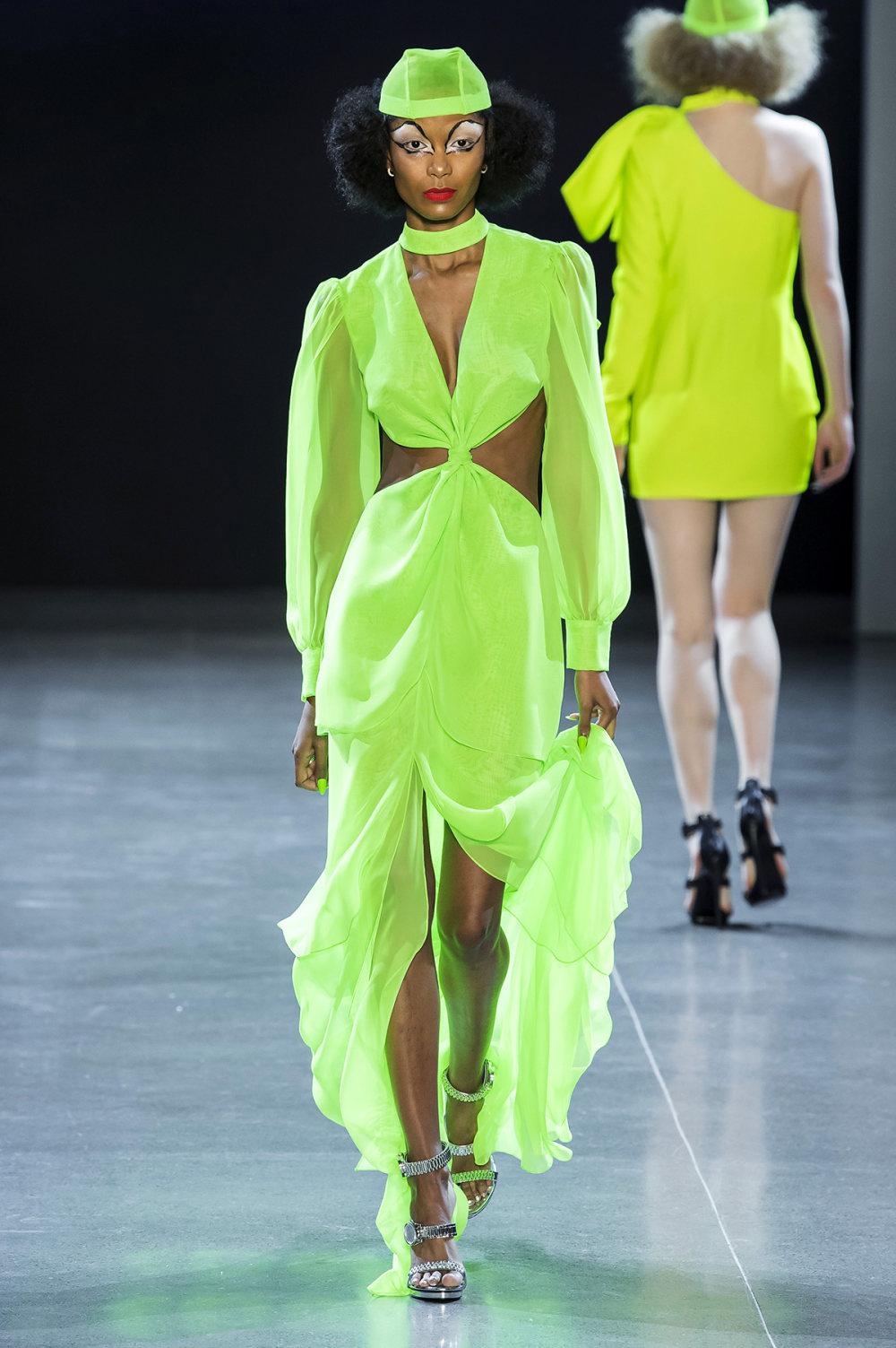 Christian Cowan时装系列虽然巨大的薄纱层状服装并没有那么特别-30.jpg