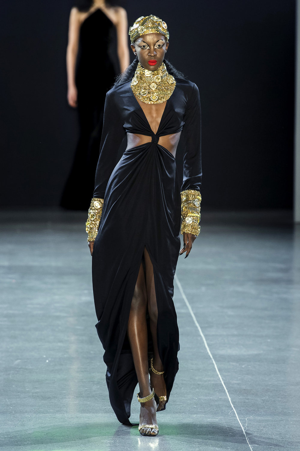 Christian Cowan时装系列虽然巨大的薄纱层状服装并没有那么特别-31.jpg