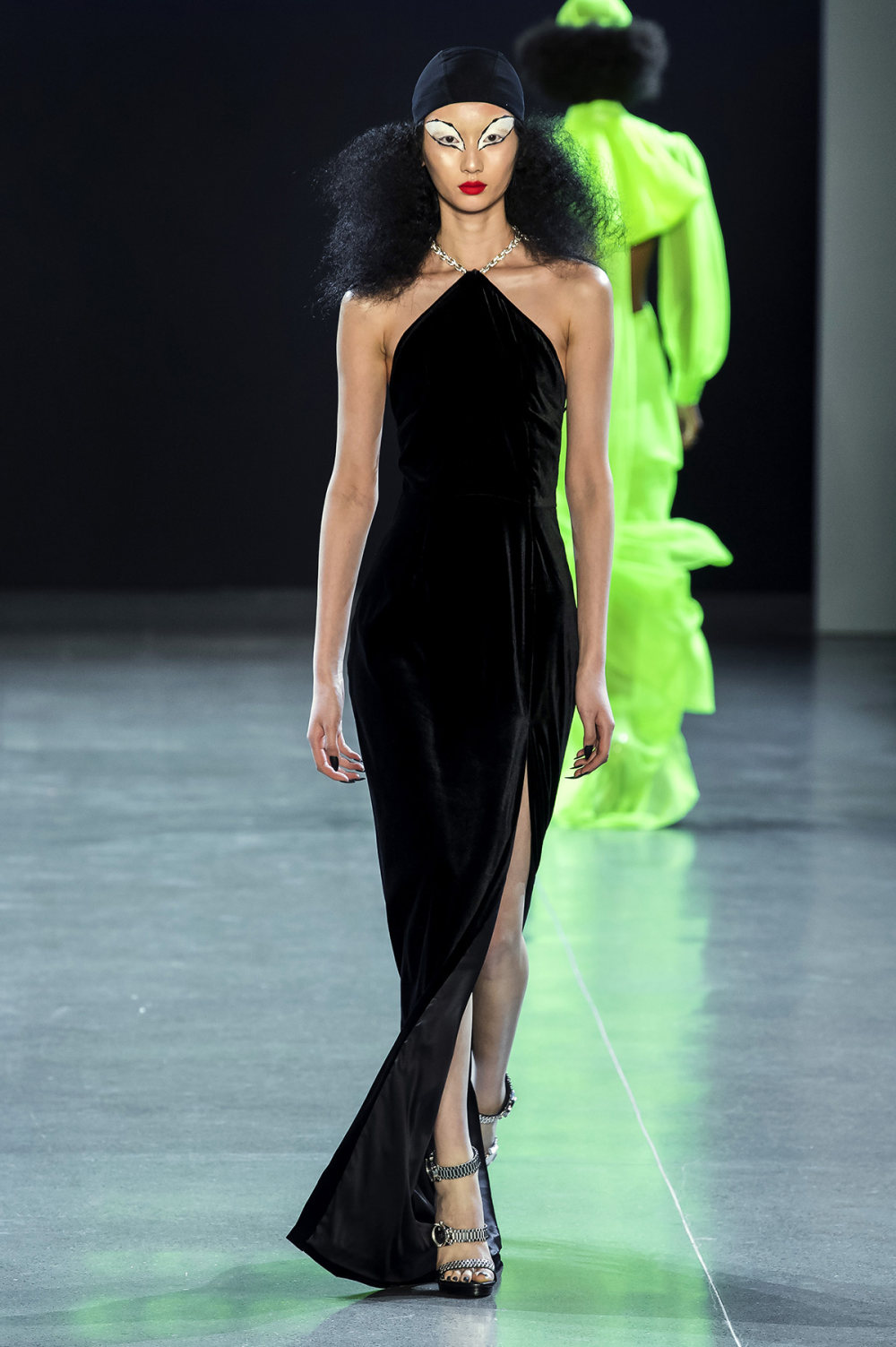 Christian Cowan时装系列虽然巨大的薄纱层状服装并没有那么特别-32.jpg